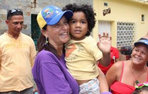 Titina Azuaje compartió con los vecinos de San José de La Floresta